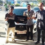 Foto Penyerahan Unit 15 Sales Marketing Mobil Dealer Mazda Makassar Syahrir