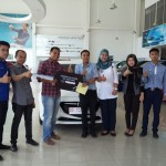 Foto Penyerahan Unit 16 Sales Marketing Mobil Dealer Mazda Makassar Syahrir
