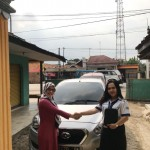 Foto Penyerahan Unit 2 Sales Marketing Mobil Dealer Datsun Idah