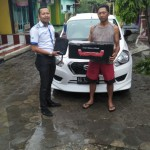 Foto Penyerahan Unit 2 Sales Marketing Mobil Dealer Datsun Kediri Sandi