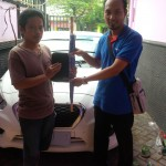 Foto Penyerahan Unit 2 Sales Marketing Mobil Dealer Datsun Mas Yakin