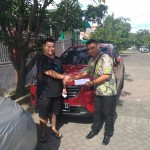 Foto Penyerahan Unit 2 Sales Marketing Mobil Mazda Budi