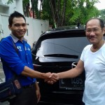 Foto Penyerahan Unit 2 Sales Marketing Mobil Mazda Surabaya Donny