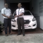 Foto Penyerahan Unit 3 Sales Marketing Mobil Dealer Datsun Karanganyar Mekie Muktafi