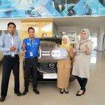 Foto Penyerahan Unit 3 Sales Marketing Mobil Dealer Mazda Makassar Syahrir
