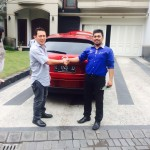 Foto Penyerahan Unit 3 Sales Marketing Mobil Mazda Jember Veny
