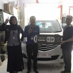 Foto Penyerahan Unit 4 Sales Marketing Mobil Dealer Mazda Makassar Syahrir