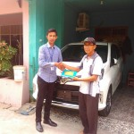 Foto Penyerahan Unit 4 Sales Marketing Mobil Dealer Toyota Adrian