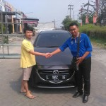 Foto Penyerahan Unit 4 Sales Marketing Mobil Mazda Budi