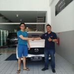 Foto Penyerahan Unit 4 Sales Marketing Mobil Mazda Jember Veny