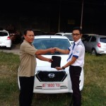 Foto Penyerahan Unit 5 Sales Marketing Datsun Arya