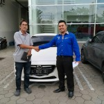 Foto Penyerahan Unit 5 Sales Marketing Mobil Mazda Jember Veny