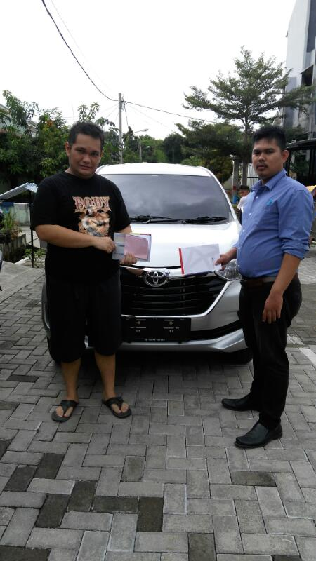 Foto Penyerahan Unit Sales Marketing Mobil Toyota Ciputat Dendi