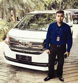 Sales Marketing Mobil Dealer Toyota Pondok Indah Rozy