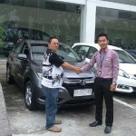 Foto Penyerahan Unit 1 Sales Marketing Dealer Mobil Honda Padang Sumatera Barat Ilwan Trio