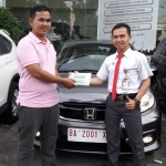 Foto Penyerahan Unit 1 Sales Marketing Mobil Dealer Honda Padang Jaya