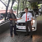 Foto Penyerahan Unit 10 Sales Marketing Mobil Dealer Honda Padang Jaya