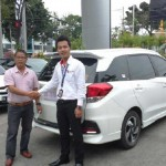 Foto Penyerahan Unit 2 Sales Marketing Dealer Mobil Honda Padang Sumatera Barat Ilwan Trio