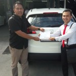 Foto Penyerahan Unit 2 Sales Marketing Mobil Dealer Honda Padang Jaya