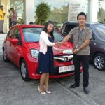 Foto Penyerahan Unit 3 Sales Marketing Dealer Mobil Honda Padang Sumatera Barat Ilwan Trio