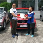 Foto Penyerahan Unit 3 Sales Marketing Mobil Dealer Honda Padang Jaya