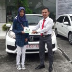 Foto Penyerahan Unit 5 Sales Marketing Mobil Dealer Honda Padang Jaya
