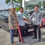 Foto Penyerahan Unit 7 Sales Marketing Dealer Mobil Honda Padang Sumatera Barat Ilwan Trio