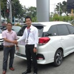 Foto Penyerahan Unit 8 Sales Marketing Dealer Mobil Honda Padang Sumatera Barat Ilwan Trio