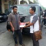 Foto Penyerahan Unit 1 Sales Marketing Mobil Dealer Mitsubishi Surabaya Heri