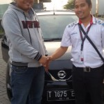 Foto Penyerahan Unit 1 Sales Marketing Mobil Dealer Nissan Karawang Galih