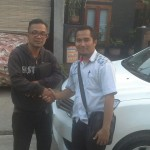 Foto Penyerahan Unit 2 Sales Marketing Mobil Dealer Nissan Karawang Galih