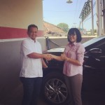 Foto Penyerahan Unit 2 Sales Marketing Mobil Dealer Nissan Purwakarta Cindy