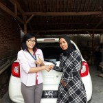 Foto Penyerahan Unit 3 Sales Marketing Mobil Dealer Nissan Purwakarta Cindy