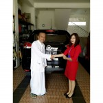 Foto Penyerahan Unit 3 Sales Marketing Mobil Dealer Nissan Tasikmalaya Devi