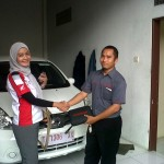 Foto Penyerahan Unit 4 Sales Marketing Mobil Dealer Nissan Karawang Galih