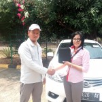 Foto Penyerahan Unit 4 Sales Marketing Mobil Dealer Nissan Purwakarta Cindy