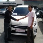 Foto Penyerahan Unit 4 Sales Marketing Mobil Dealer Toyota Jember Hadi Toyota