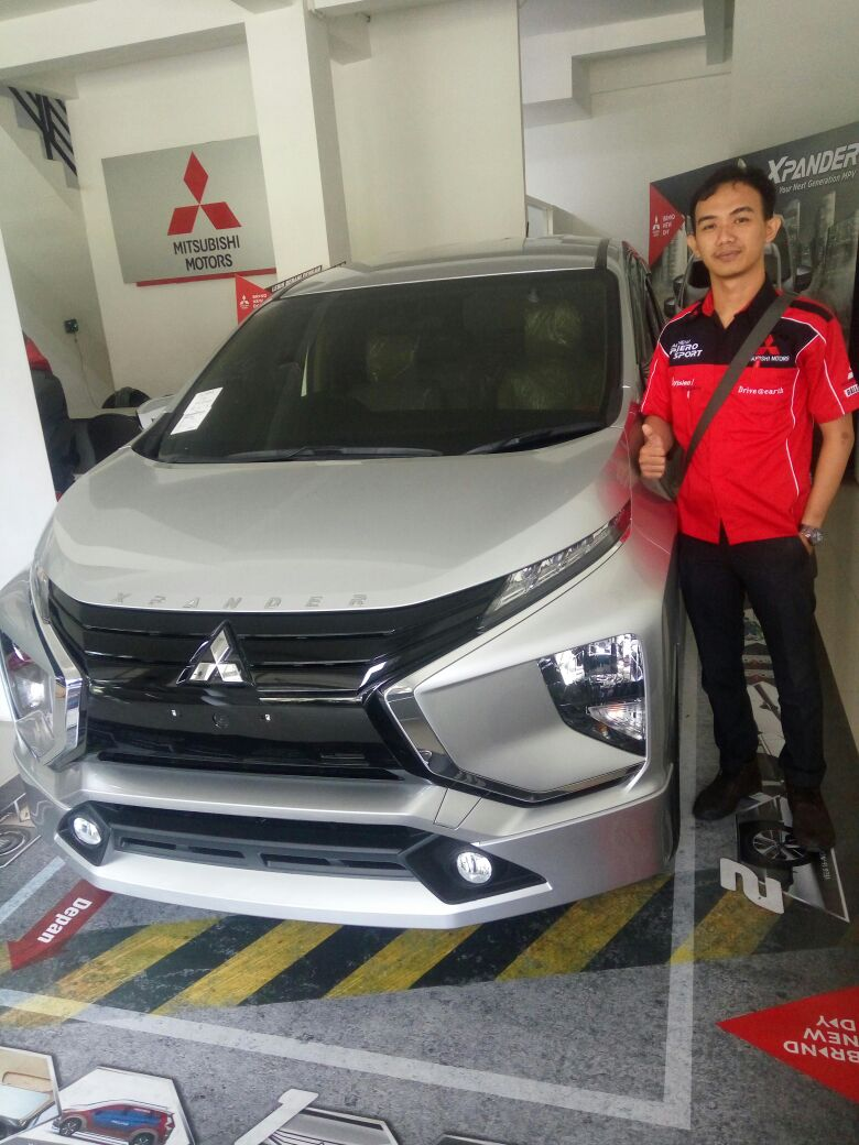 Sales Marketing Mobil Dealer Mitsubishi Surabaya Bayu