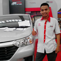 Sales Marketing Mobil Dealer Toyota Jember Hadi