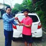 Foto Penyerahan Unit 3 Sales Marketing Mobil Dealer Daihatsu Aris