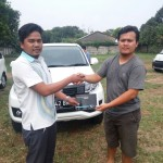 Foto Penyerahan Unit 4 Sales Marketing Mobil Dealer Daihatsu Aris