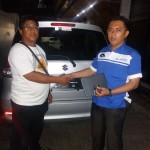 Foto Penyerahan Unit 1 Sales Marketing Mobil Dealer Suzuki Kalimalang Endang