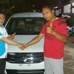 Foto Penyerahan Unit 3 Sales Marketing Mobil Dealer Suzuki Kalimalang Endang