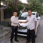 Foto Penyerahan Unit 4 Sales Marketing Mobil Dealer Suzuki Kalimalang Endang