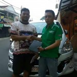 Foto Penyerahan Unit 5 Sales Marketing Mobil Dealer Suzuki Kalimalang Endang
