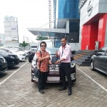 Foto Penyerahan Unit 1 Sales Marketing Mobil Dealer Nissan Ardy
