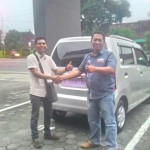 Foto Penyerahan Unit 1 Sales Marketing Mobil Dealer Suzuki Kudus Dimas Bustanul