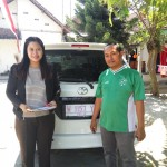 Foto Penyerahan Unit 3 Sales Marketing Mobil Toyota Erna