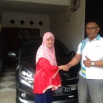 Foto Penyerahan Unit 2 Sales Marketing Mobil Dealer Daihatsu Iman