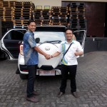 Foto Penyerahan Unit 7 Sales Marketing Mobil Dealer Daihatsu Pati Arif